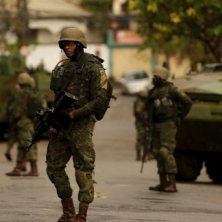 Forças de segurança fazem operações em morros do RJ