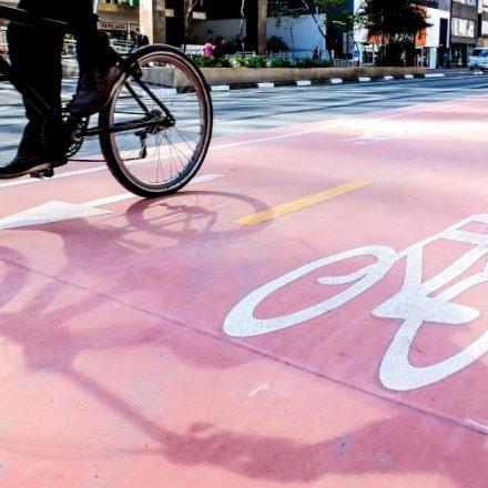 Ciclovias do Centro e Zona Oeste ganham sinalização de orientação aos ciclistas