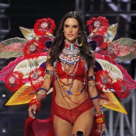 Alessandra Ambrosio dá adeus ao posto de angel da Victoria's Secret após 17 anos