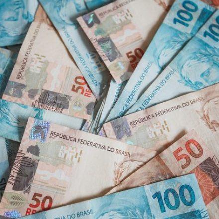 Economia deve continuar crescendo em ritmo lento, diz FGV