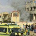 Ataque com bombas e tiros a mesquita mata centenas no Egito