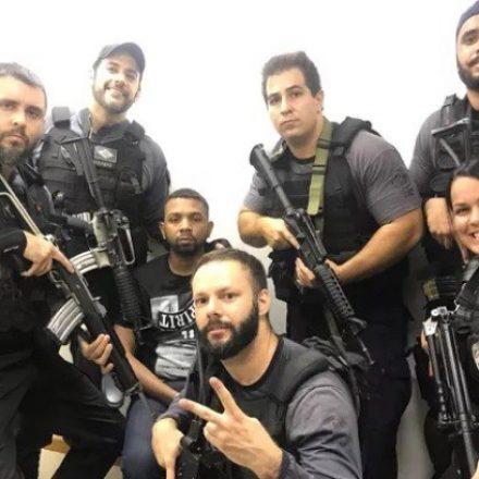 Após prisão, policiais tiram selfies sorridentes ao lado de Rogério 157