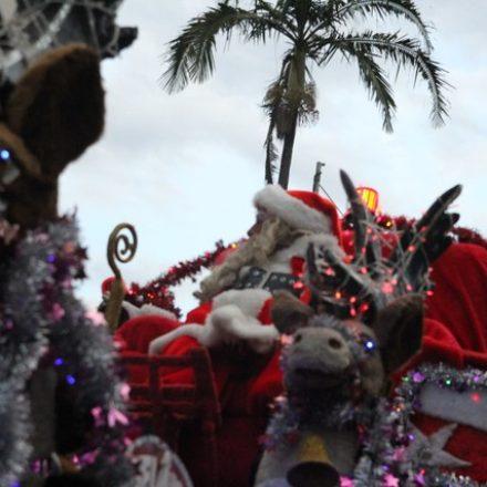 Papai Noel é alvo de pedradas de crianças ao ficar sem balas em Itatiba