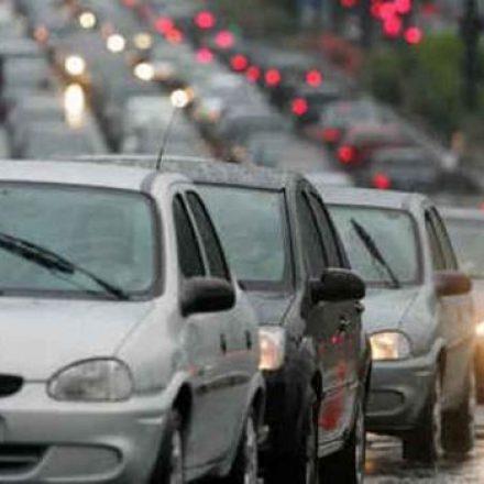 IPVA e seguro DPVAT de veículos com placas final 8 vencem hoje
