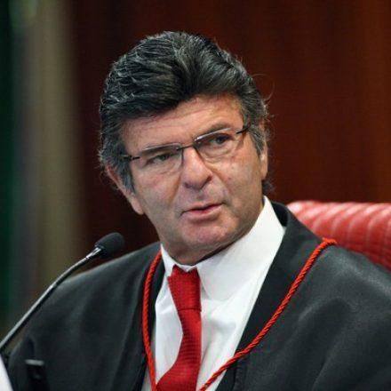 Luiz Fux assume presidência do Tribunal Superior Eleitoral