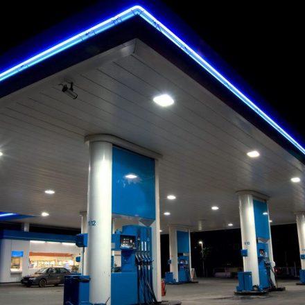 Postos fecham vagas após alta da gasolina