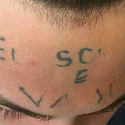 Justiça condena dupla que tatuou testa de adolescente