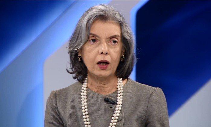 Ministra Cármen Lúcia diz: 'Somos craques em fazer leis. A nossa dificuldade é cumpri-las'