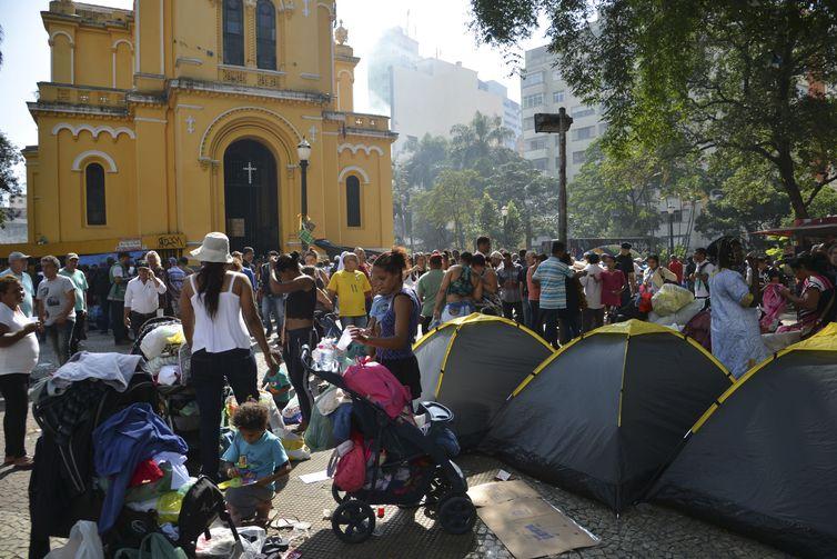 Justiça ordena instalação de banheiros químicos no Largo do Paissandu