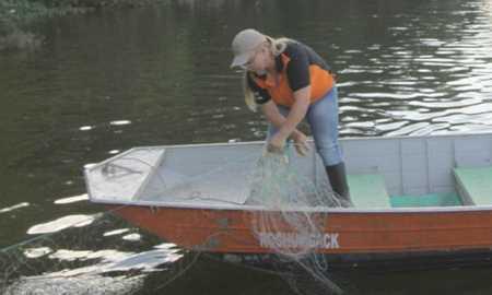 Pesquisa mostra que coluna de pescador sofre com o ofício
