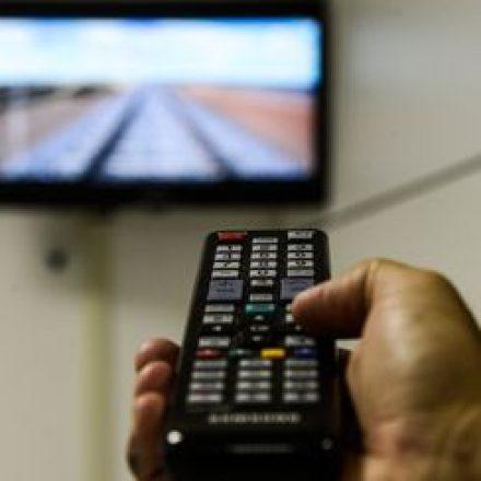 TV por assinatura recua 4,33% em 12 meses