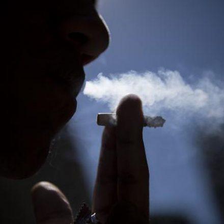 Pesquisa diz que adolescentes fumantes têm mais obesidade abdominal