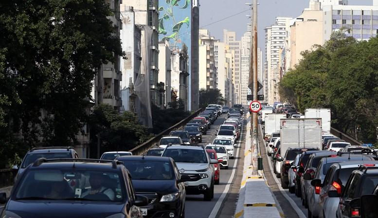 Trânsito bate recorde de lentidão antes do jogo do Brasil