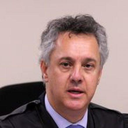 Desembargador mantém decisão que impediu soltura de Lula