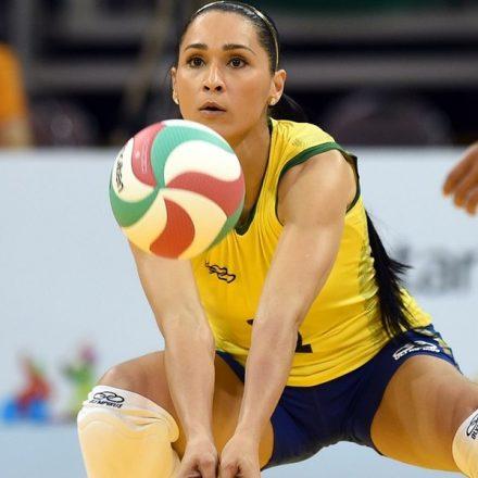 Jaqueline anuncia aposentadoria da seleção brasileira de vôlei