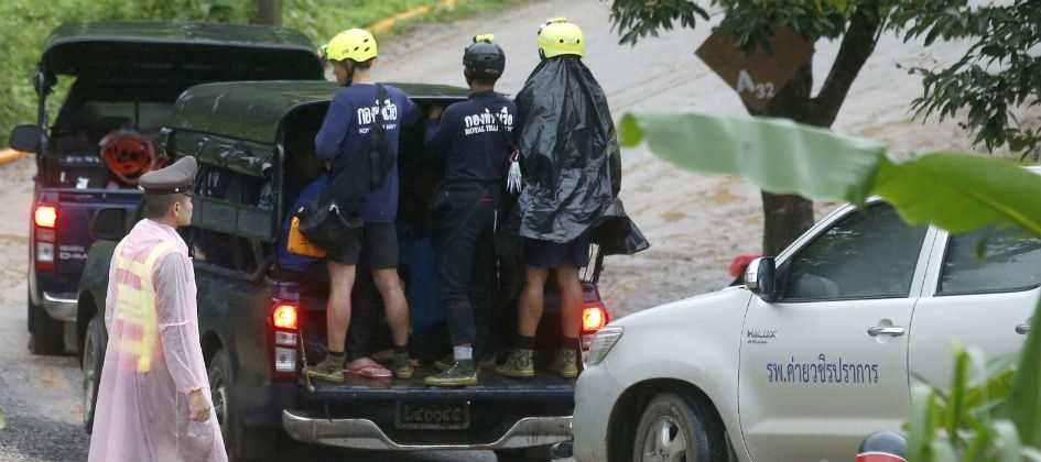 Resgate de garotos e do técnico em caverna é encerrado com sucesso na Tailândia
