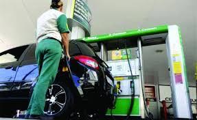 Motorista leva vantagem ao abastecer com álcool