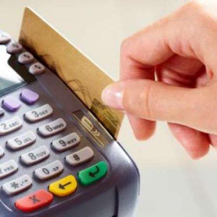 Dobram reclamações de compras no débito