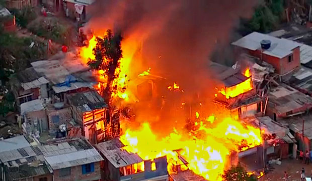 Incêndio em favela de São Paulo deixa quatro mortos