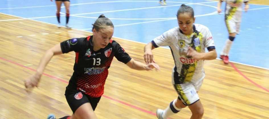Taboão da Serra leva título do futsal feminino contra S.Bernardo