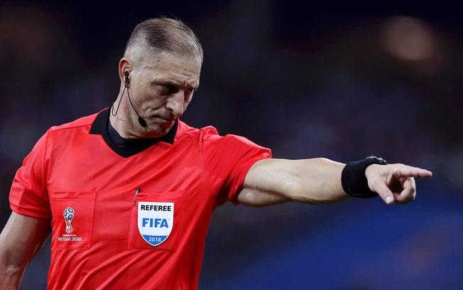Argentino que apitou a abertura da Copa também será o árbitro da final