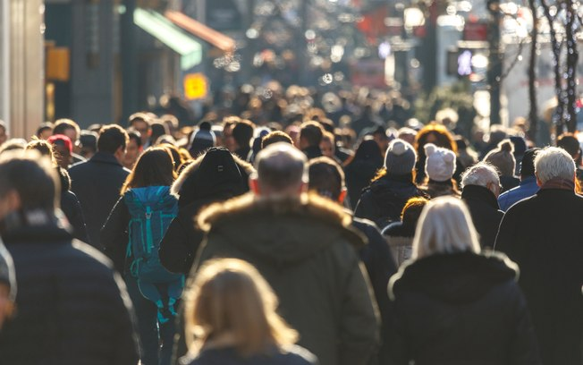 População brasileira atingirá pico de 233,2 milhões em 2047, diz IBGE