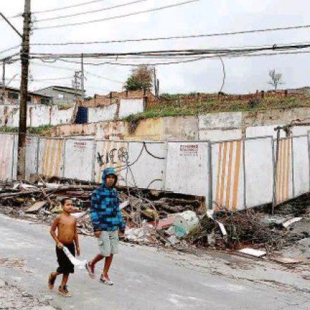 Terrenos de estação do metrô na Brasilândia viram lixão