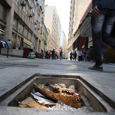 Calçadão do centro histórico vira símbolo de abandono