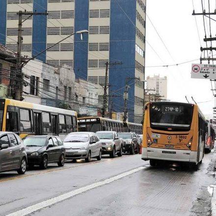 Moradores da Celso Garcia reclamam que trânsito piorou após mudanças da CET