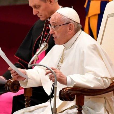 Papa muda doutrina da Igreja e condena pena de morte