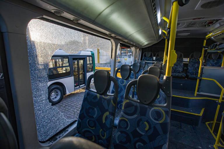 Vândalos atacam 34 ônibus na zona leste de SP, nesta última semana