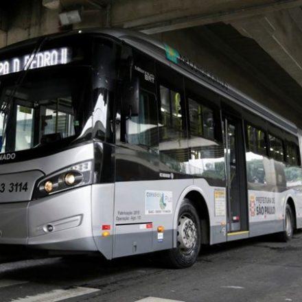 Ônibus deverão ter adesivo sobre parada fora do ponto para mulheres e idosos