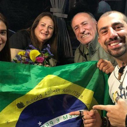 Depois de sete anos separados, ex-BBB Kaysar reencontra sua família
