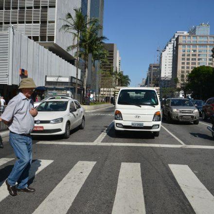 Tempo de semáforo para pedestres aumenta em 12 vias de São Paulo