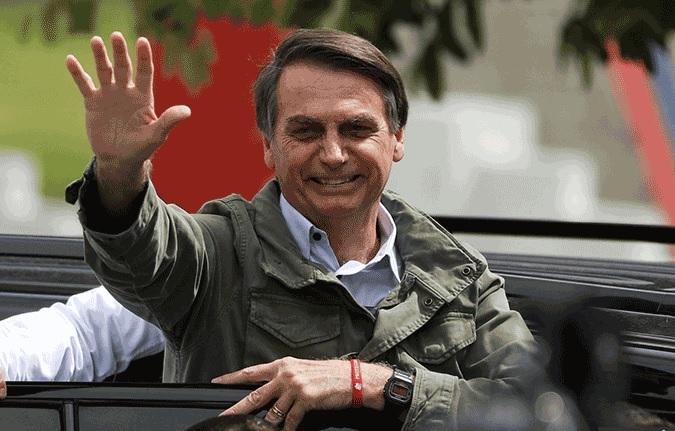 Cirurgia de Bolsonaro para retirada de bolsa de colostomia é adiada, diz hospital