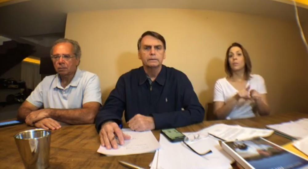 Bolsonaro comemora resultado do primeiro turno e diz que unirá o país se for eleito