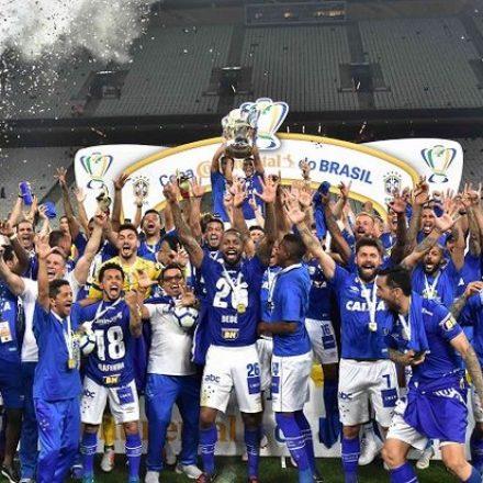 Cruzeiro vence o Corinthians e é campeão da Copa do Brasil