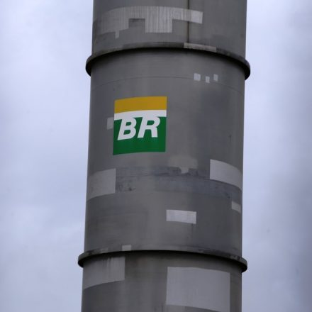 Petrobras anuncia 3ª redução seguida no preço da gasolina
