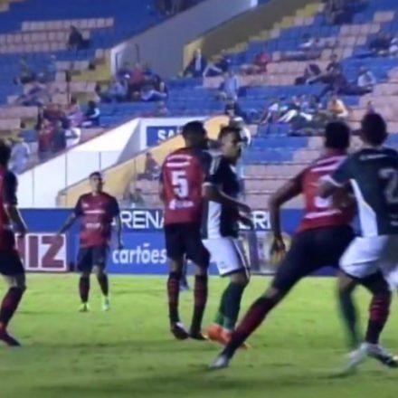 Com dois de Alex Silva, Goiás vence o Oeste e volta à Série A do Brasileirão