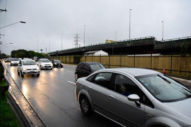 Prefeitura se reúne com taxistas e motoristas de app para buscar soluções ao trânsito