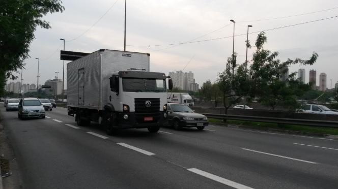 Prefeitura quer taxa de caminhão que estiver só de passagem