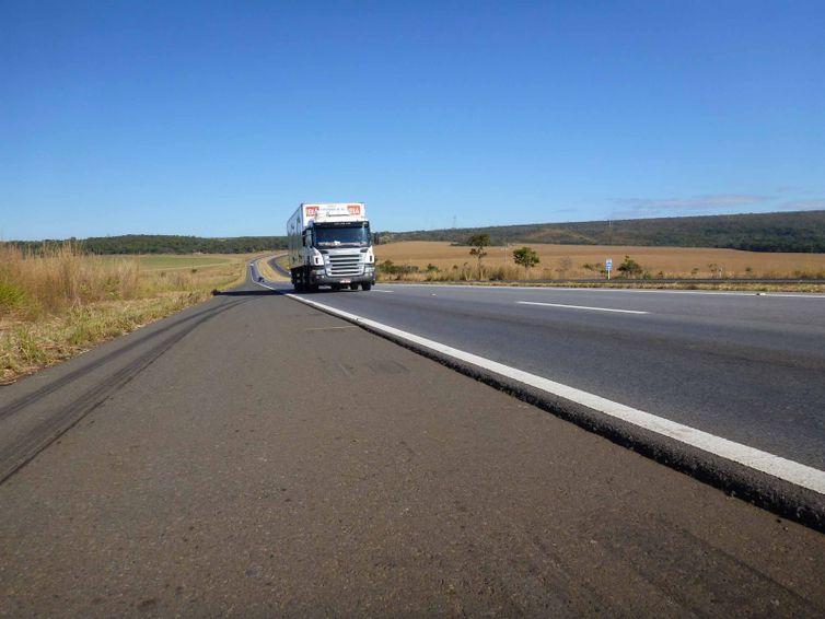 Ministro suspende multa a transportadoras que não cumprirem tabela de frete
