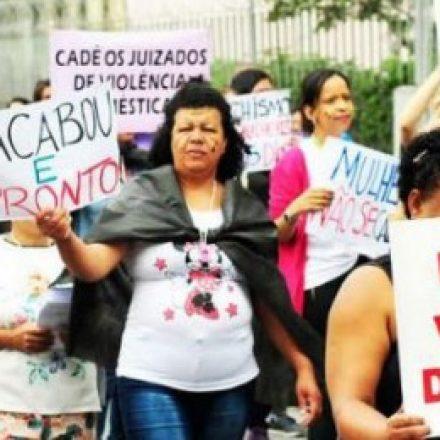 Mais de 100 pessoas participam da '2ª Caminhada Contra a Violência à Mulher', em Ferraz de Vasconcelos