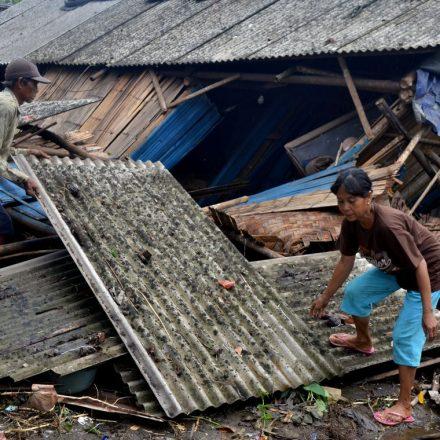 Indonésia registra 373 mortos após tsunami