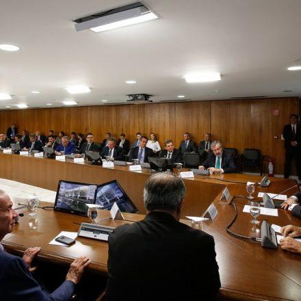 Em última reunião ministerial, Temer brinca e diz que sentirá falta do 'Fora, Temer'