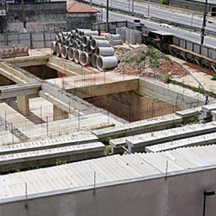 Obra de piscinão está parada há três meses na zona leste