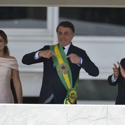 Bolsonaro já assina decreto que fixa salário mínimo em R$ 998 neste ano