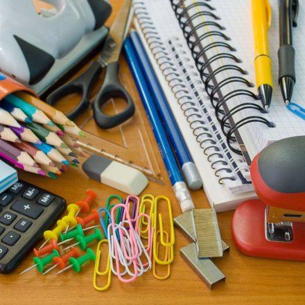 Preço da caixa de lápis de cor varia até R$ 35 em SP