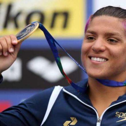 Ana Marcela Cunha é ouro na maratona aquática em Doha
