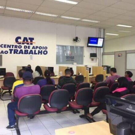 CATes da zona leste selecionam 270 candidatos para trabalhar em rede atacadista de alimentos